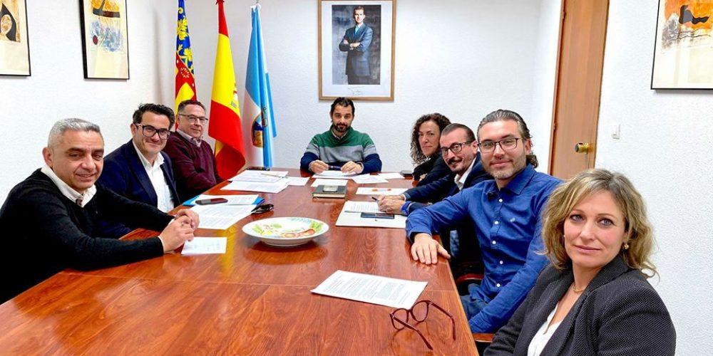 El alcalde se reúne con la nueva junta directiva de Apymeco.